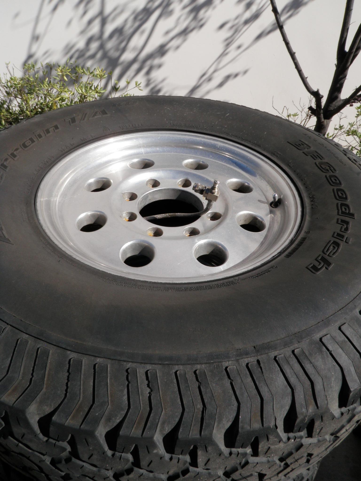 Recherche pneus & jantes Hummer H1  P1010088